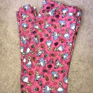Lularoe leggings with Alice TC2